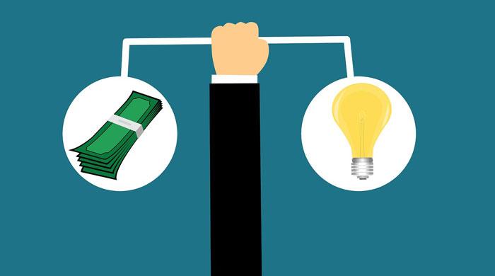 お金と電気を比較する人